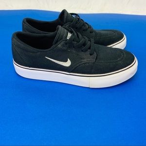 Nike SB Clutch Sneakers Shoes Black Youth 4